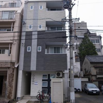 外観 一階、二階は飲食店