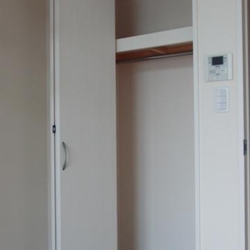 ロフト下のクローゼット。(写真は401号室です)