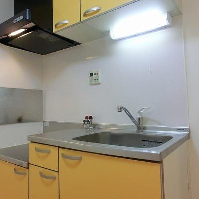 黄色のキッチン素敵です