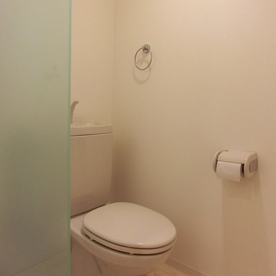 トイレにドアはありません!