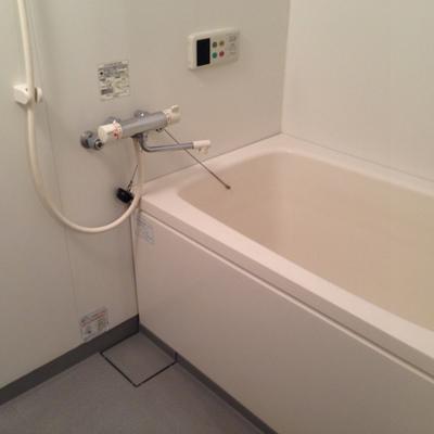 お風呂はけっこう普通ですが・・※写真は別室