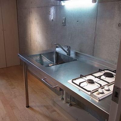 オシャレなキッチンは二口コンロ付きです。※画像は同じ間取りの別室です