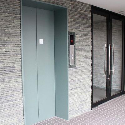 エレベーター横の壁がなんだかお洒落!