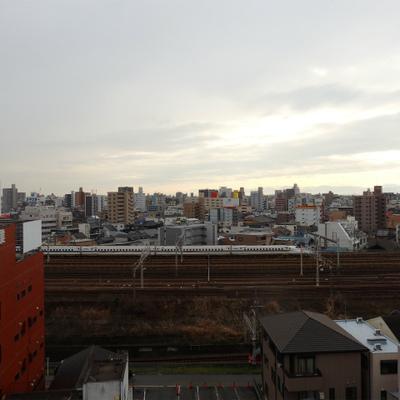 新幹線が走っています。名駅も直ぐ側。