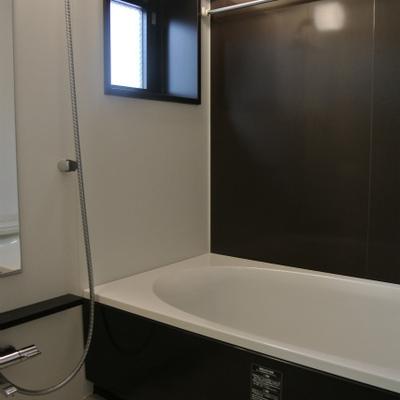 お風呂の壁もシックでかっこ良く※写真別部屋