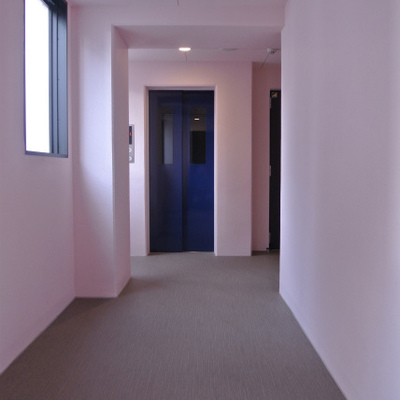 共有廊下がピンク!