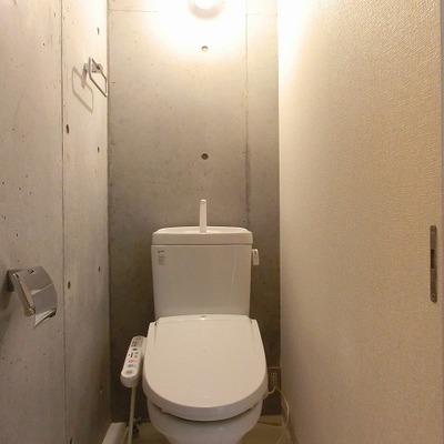 意外にも落ち着けそうなトイレ空間です