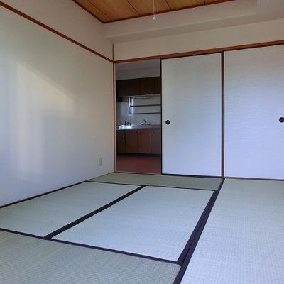 畳のある和室はキレイで収納あります