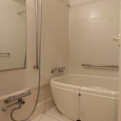 浴室乾燥付きのまあるい湯船のバスルーム