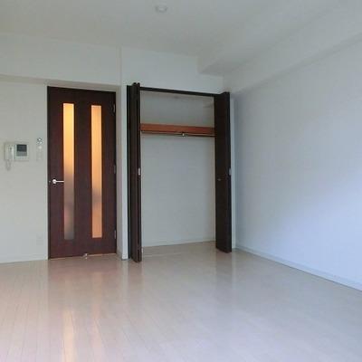 クローゼットや部屋の大きさも一人暮らしに丁度いい※写真別部屋