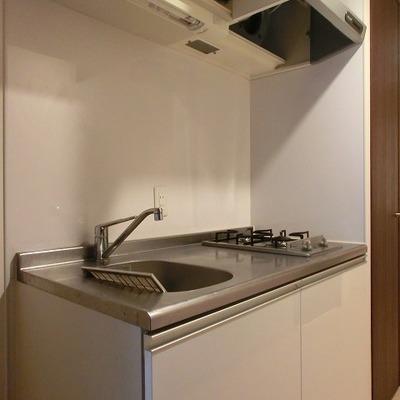 キッチンは2口のガスコンロです※写真別部屋