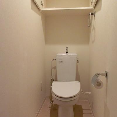 戸棚付きのおトイレです※写真別部屋