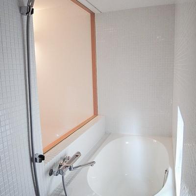 とても綺麗なバスルームです。※写真は別部屋
