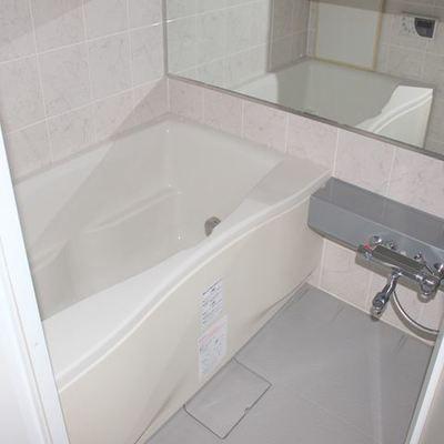 1人暮らしには十分すぎる大きさのお風呂※写真は別室