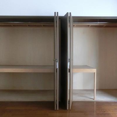洋室にある2個分ある大きなクローゼット