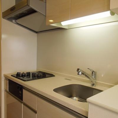 広くて機能的なキッチン※写真は別部屋