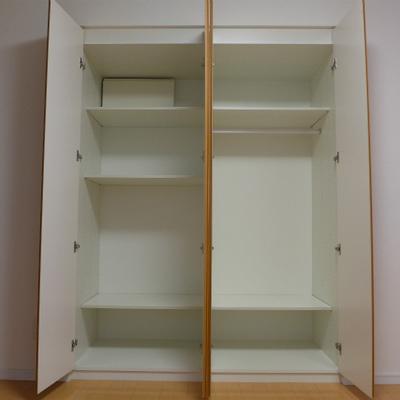 お部屋の収納は十分にあります!棚の高さも変えられます♪
