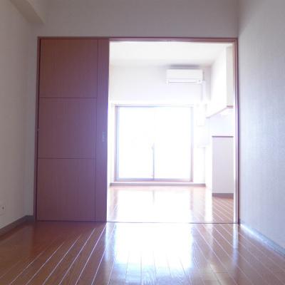 洋室まで光が入ってきますね!
