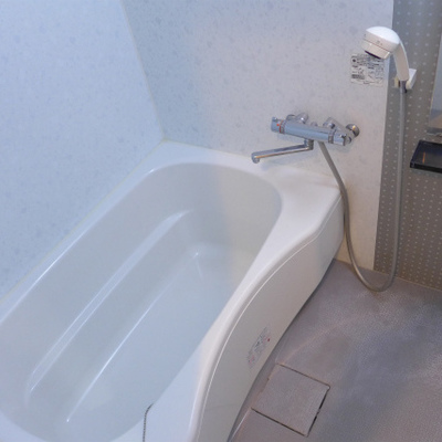 お風呂も十分な広さありますよ〜!