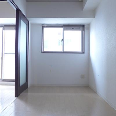 4.6畳の洋室、明るいです!