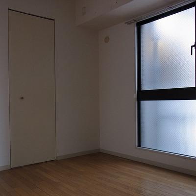 この扉を開けると収納