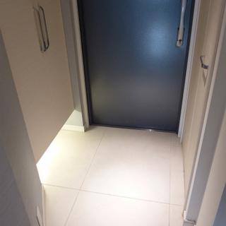 玄関のフットライト、パアァァァ!※写真は別部屋になります。
