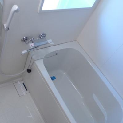 お風呂に窓があり明るいです!