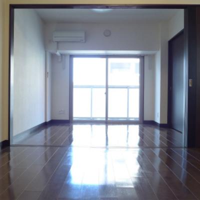 廊下側からお部屋を眺める。