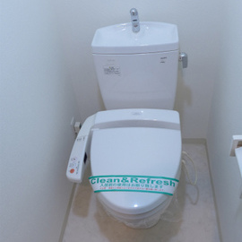 トイレはウォシュレット付き。ピカピカ!