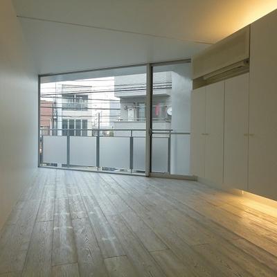 2階、メインのお部屋。無垢床です。