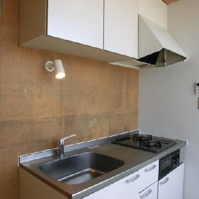 キッチンは窓を背に、広々と使えます