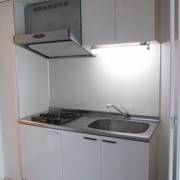 キッチン。隣に冷蔵庫のスペースもあります。※写真は別部屋になります。