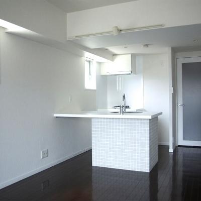 すっきりとしたカウンターキッチンです※写真は別部屋です。