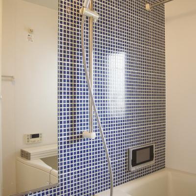 タイルがいい感じのTV付きお風呂※写真は別部屋です。