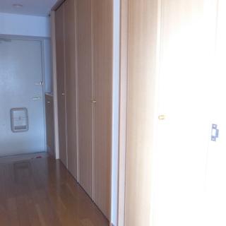 廊下に収納と、コンパクトなキッチンも隠れています!