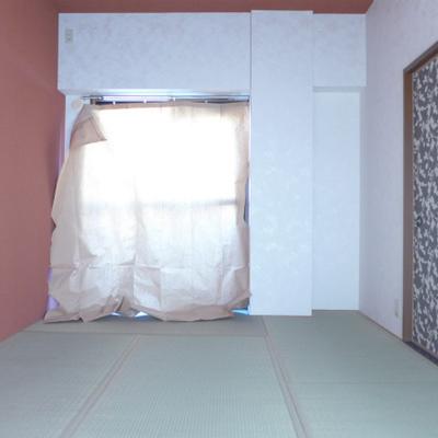 和室が素敵。※畳が日焼けしないように窓に紙をかぶせてあります