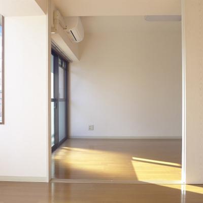 洋室からの眺め。コンパクトで落ち着きます。