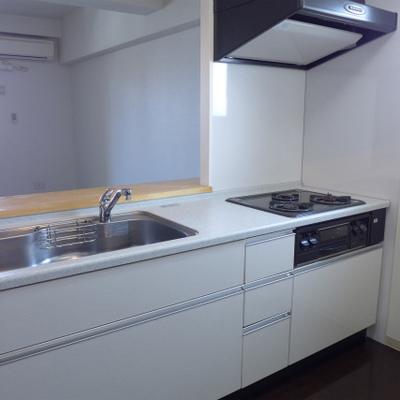 システムキッチンが大きい!3口ガスコンロです!