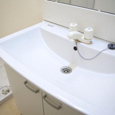 洗面台はちょっぴりレトロ感あります