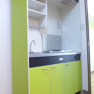 キッチンも同じイエローグリーンです!