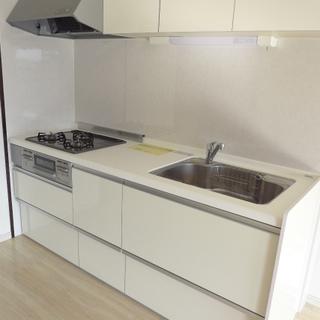 白いシステムキッチンはお料理が楽しくなりそう!