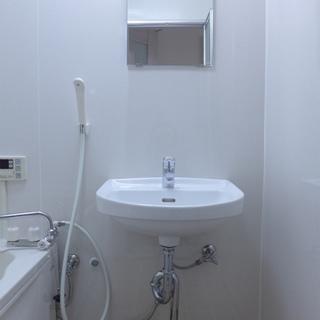 洗面台はお風呂場に。慣れます!