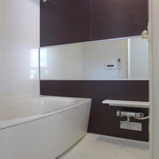 ホテルライクの鏡、広い浴槽!