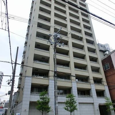 重厚な造りの14階建て