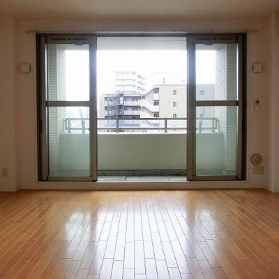 窓をサイドに開けて開けると◎※画像は12階