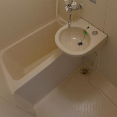 お風呂と洗面台は一緒です。