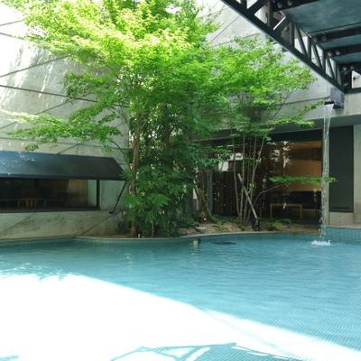 1階にはプール