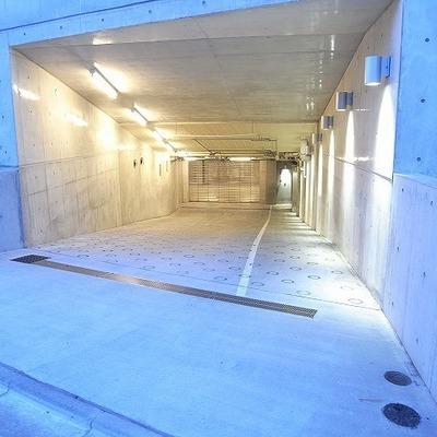 駐車場は地下に。※現在空きがありません。