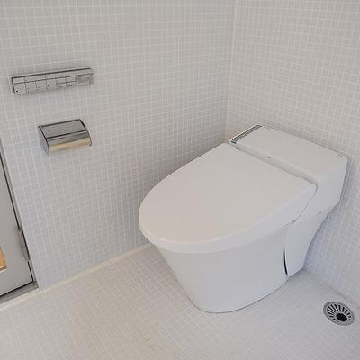 トイレはスッキリタンクレス!
