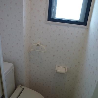 トイレも窓つき